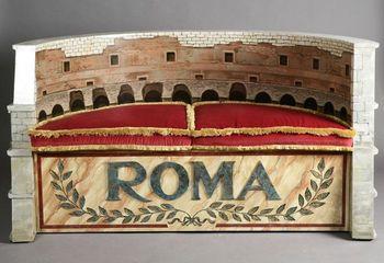 Диван в виде римского герба