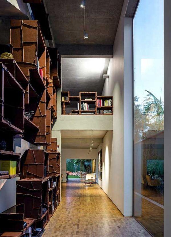дом с фасадом из пальмовых листьев