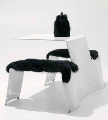 Столик со скамьей в стиле минимализм