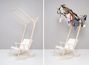 Вещи на кресле
